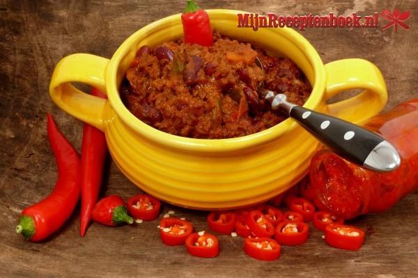 Sambal goreng oedang peteh (licht gekruide garnalen met petehbonen)