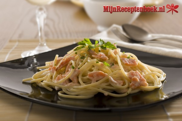 Spaghetti met romige zalmsaus en truffel