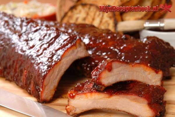 Pikante spare-ribs van de BBQ of uit de oven
