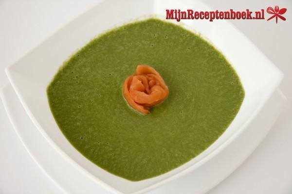 Sajoer menir (spinaziesoep)