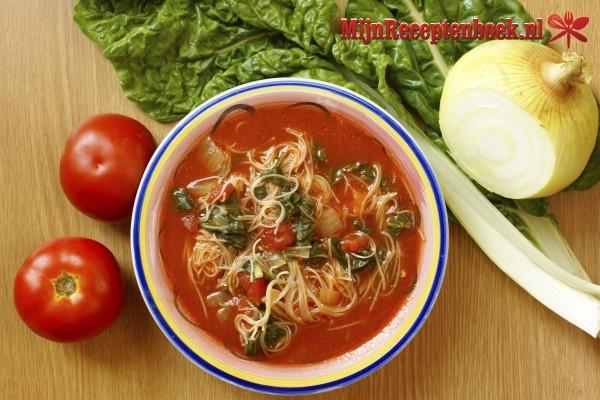 Pastasaus met tomaat en kruiden