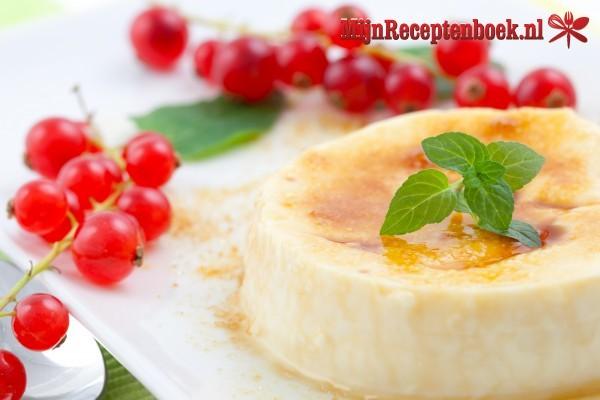 Firni (pudding van gemalen rijst met fruit en noten)