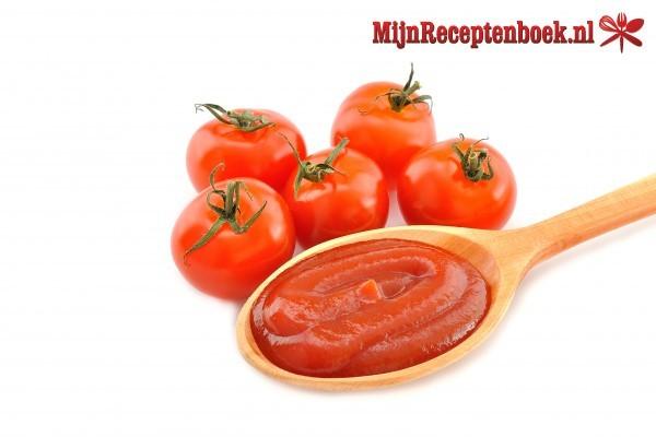 Maaltijdsoep van verse tomaat
