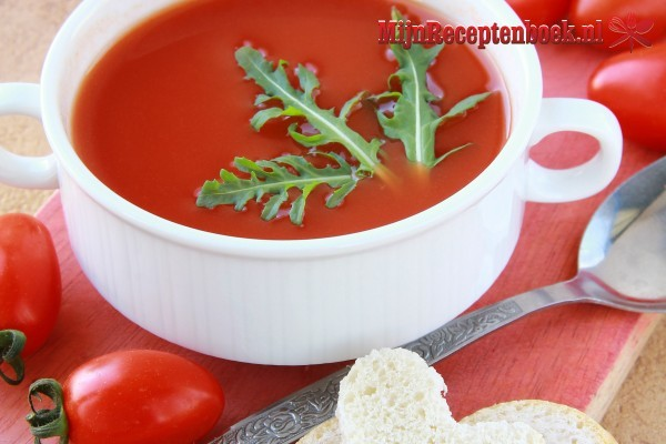 Tomaten-groentesoep met gehaktballetjes